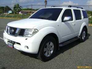 Nissan Pathfinder SE Luxury 4x4 - Automatico